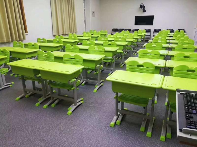 师范学院附属小学课桌椅